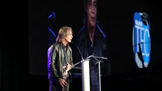 Jackson Browne accepts the prestigious Les Paul Award